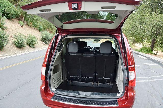 2013 Chrysler Town & Country Touring Reseda, CA 16