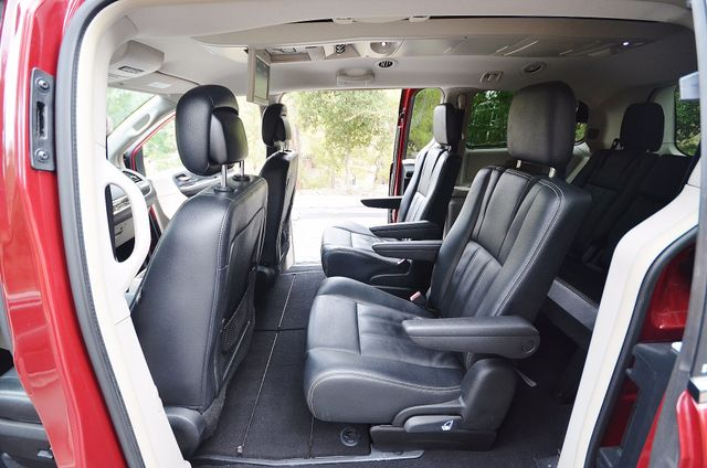 2013 Chrysler Town & Country Touring Reseda, CA 32