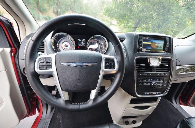 2013 Chrysler Town & Country Touring Reseda, CA 6