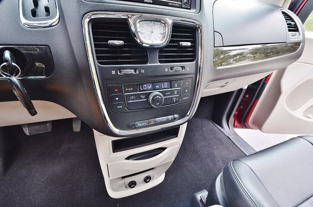 2013 Chrysler Town & Country Touring Reseda, CA 39