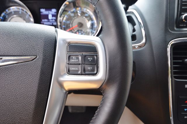 2013 Chrysler Town & Country Touring Reseda, CA 40
