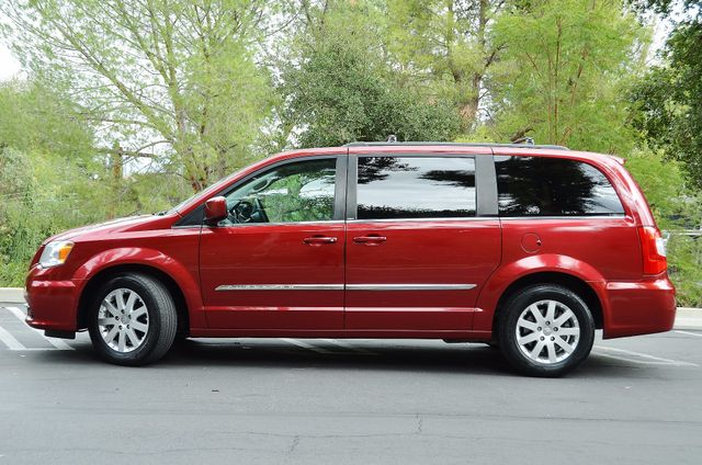 2013 Chrysler Town & Country Touring Reseda, CA 19