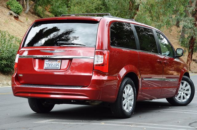 2013 Chrysler Town & Country Touring Reseda, CA 3