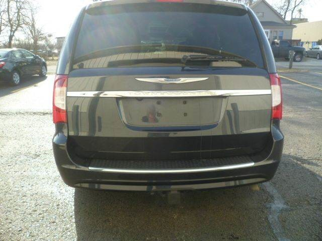 2013 Chrysler Town & Country Touring Roscoe, Illinois 3