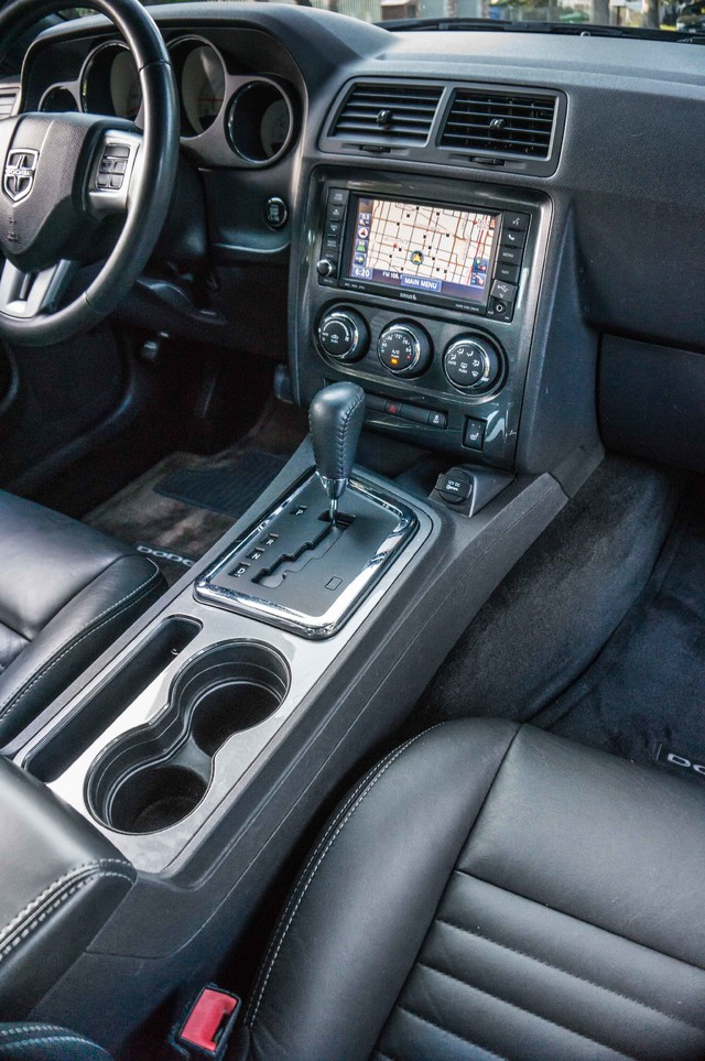 2013 Dodge Challenger SXT Plus - AUTO - LTHR - NAVI - 34K MILES Reseda, CA 18