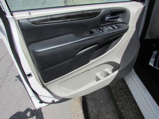 2013 Dodge Grand Caravan SE, Financing Available! Clean CarFax! New Orleans, Louisiana 7