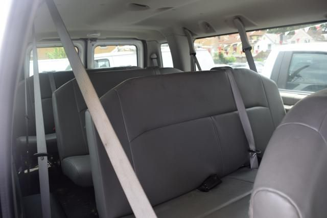 2013 Ford E-Series Wagon XLT Richmond Hill, New York 5