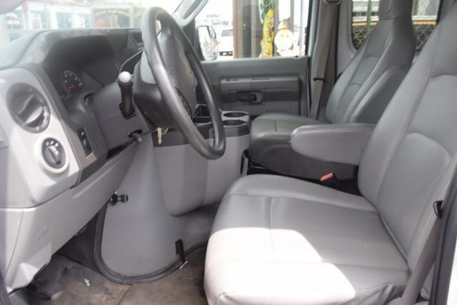 2013 Ford E-Series Wagon XLT Richmond Hill, New York 7