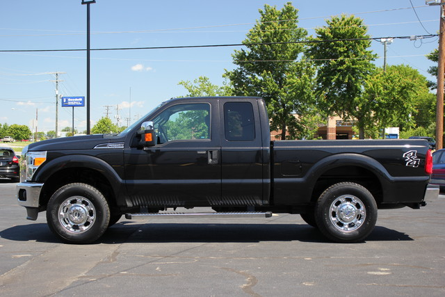 2013 Ford Super Duty F-250 Pickup XLT Mooresville , NC 3