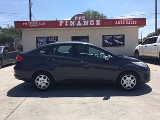 2013 Ford Fiesta SE Devine, Texas 2