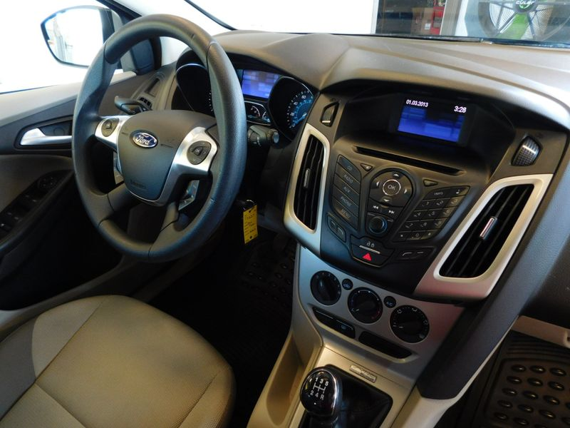 2013 Ford Focus SE  city TN  Doug Justus Auto Center Inc  in Airport Motor Mile ( Metro Knoxville ), TN