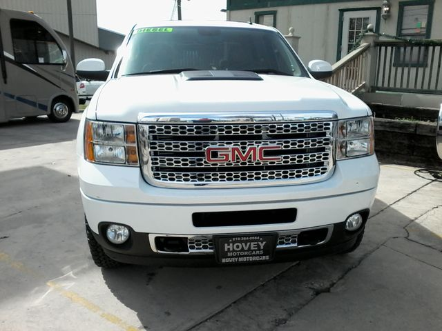 2013 GMC Sierra 2500HD Denali San Antonio, Texas 3