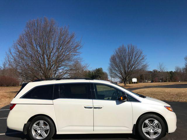2013 Honda Odyssey Touring Leesburg, Virginia 4