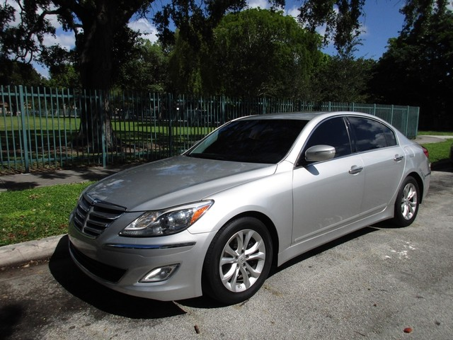 2013 Hyundai Genesis 38L Come and visit us at oceanautosalescom for our expanded inventoryThis