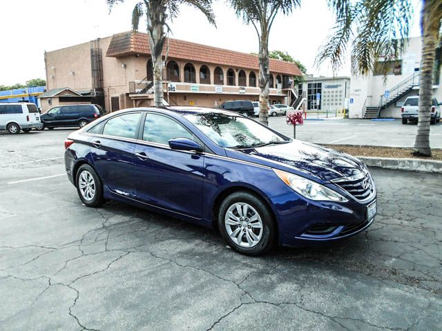 2013 Hyundai Sonata SE Limited warranty included to assure your worry-free purchase AutoCheck rep