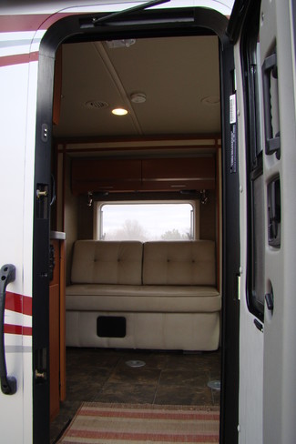 2013 Itasca Reyo M25T Mercedes Sprinter Bettendorf, Iowa 44