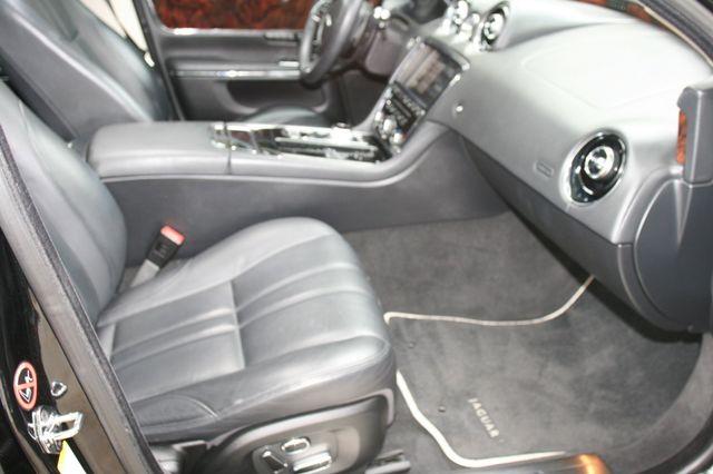 2013 Jaguar XJ Houston, Texas 17