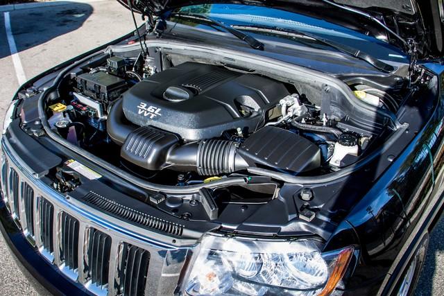 2013 Jeep Grand Cherokee Laredo - AUTO - 57K MILES - TOW PKG - NEW TIRES Reseda, CA 35