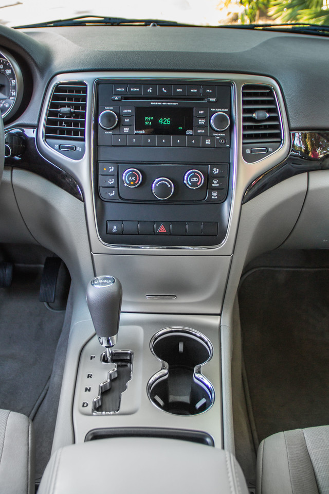 2013 Jeep Grand Cherokee Laredo - AUTO - 57K MILES - TOW PKG - NEW TIRES Reseda, CA 23