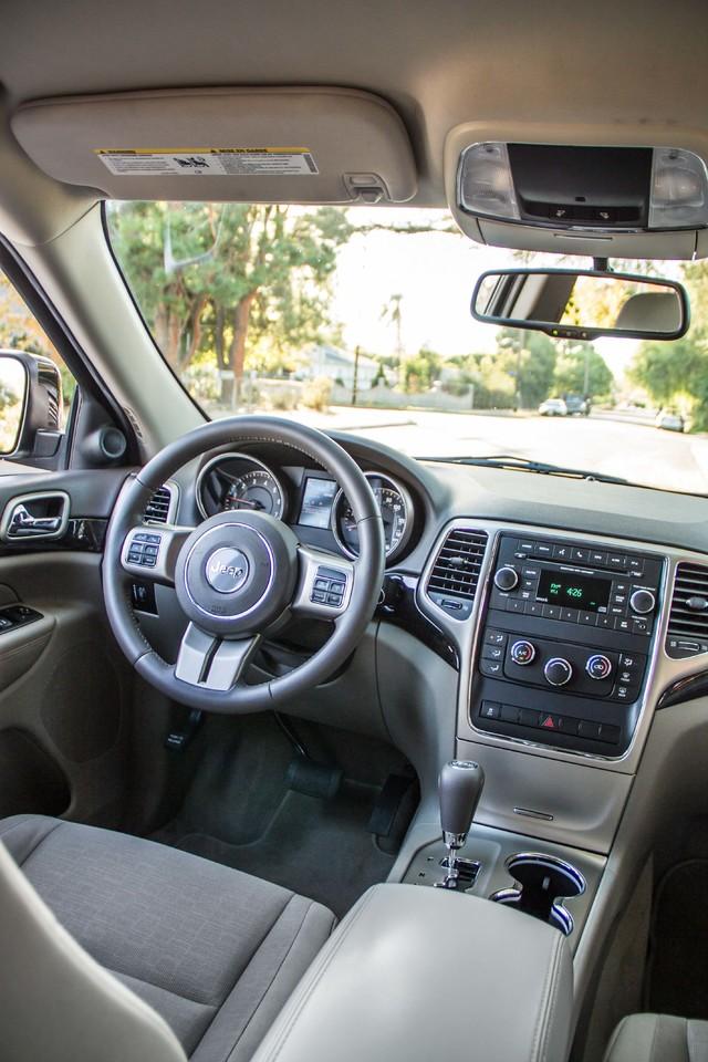 2013 Jeep Grand Cherokee Laredo - AUTO - 57K MILES - TOW PKG - NEW TIRES Reseda, CA 34