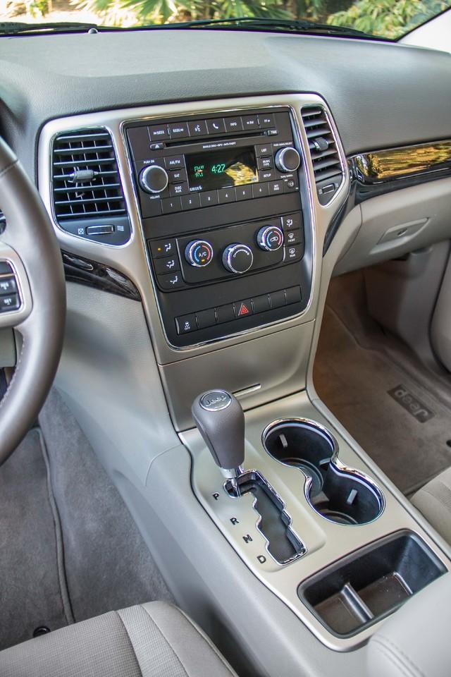 2013 Jeep Grand Cherokee Laredo - AUTO - 57K MILES - TOW PKG - NEW TIRES Reseda, CA 24