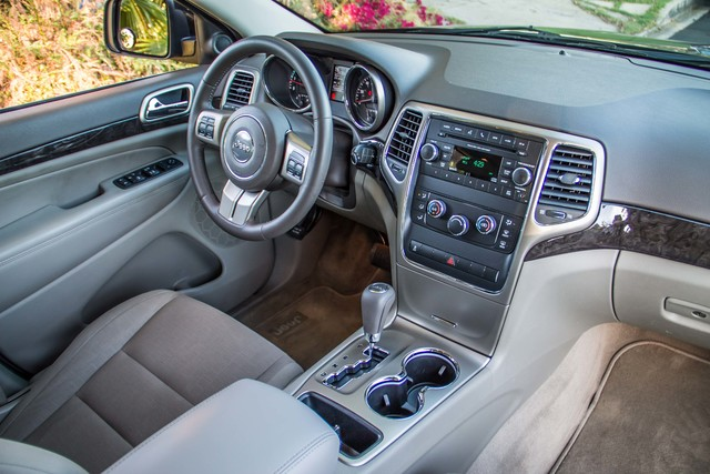 2013 Jeep Grand Cherokee Laredo - AUTO - 57K MILES - TOW PKG - NEW TIRES Reseda, CA 33