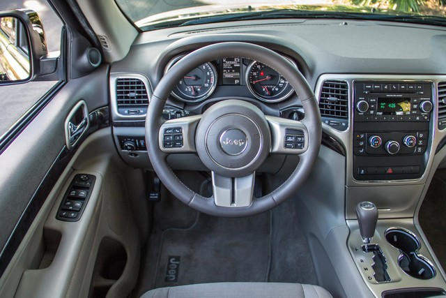 2013 Jeep Grand Cherokee Laredo - AUTO - 57K MILES - TOW PKG - NEW TIRES Reseda, CA 19
