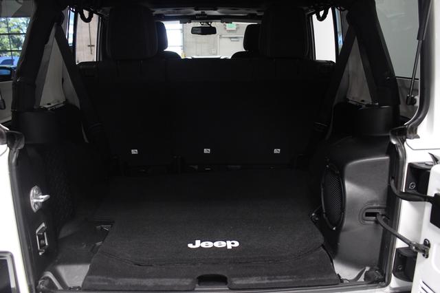 2013 Jeep Wrangler Unlimited Sahara Merrillville, Indiana 21