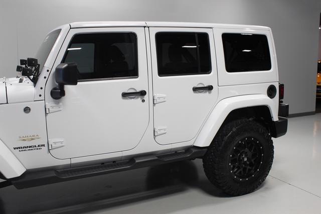 2013 Jeep Wrangler Unlimited Sahara Merrillville, Indiana 30
