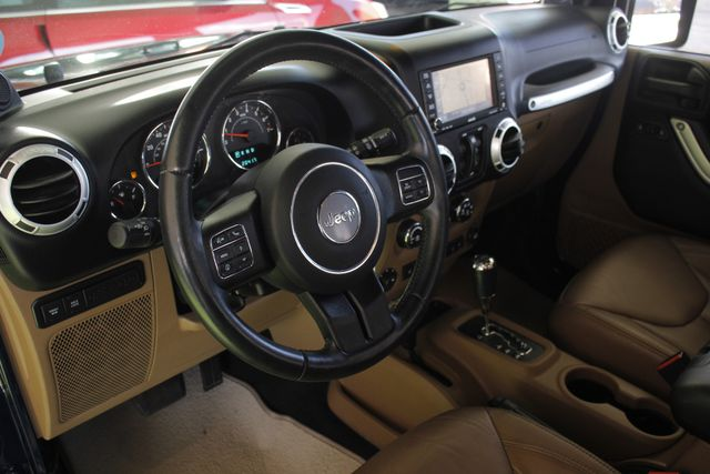 2013 Jeep Wrangler Unlimited Rubicon 4X4 - NAVIGATION - HEATED LEATHER - WINCH! Mooresville , NC 32