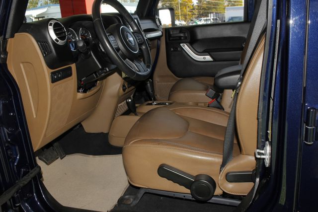 2013 Jeep Wrangler Unlimited Rubicon 4X4 - NAVIGATION - HEATED LEATHER - WINCH! Mooresville , NC 40