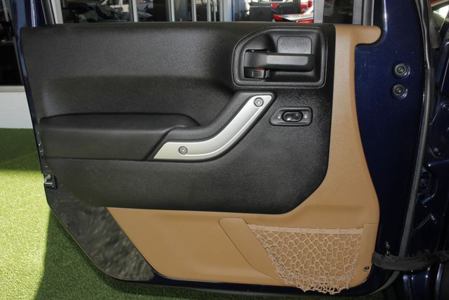 2013 Jeep Wrangler Unlimited Rubicon 4X4 - NAVIGATION - HEATED LEATHER - WINCH! Mooresville , NC 43