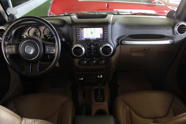 2013 Jeep Wrangler Unlimited Rubicon 4X4 - NAVIGATION - HEATED LEATHER - WINCH! Mooresville , NC 31
