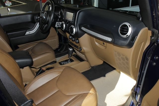 2013 Jeep Wrangler Unlimited Rubicon 4X4 - NAVIGATION - HEATED LEATHER - WINCH! Mooresville , NC 33