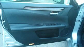 2013 Lexus ES 350 4dr Sdn East Haven, CT 13