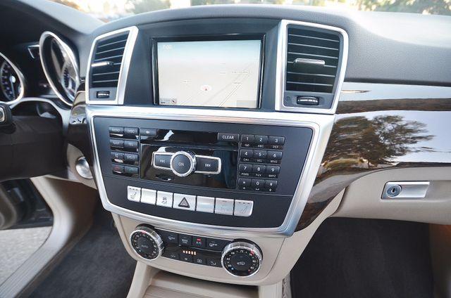 2013 Mercedes-Benz ML 350  AUTO - 33K MILES - NAVI - HTD STS - SUNROOF Reseda, CA 28