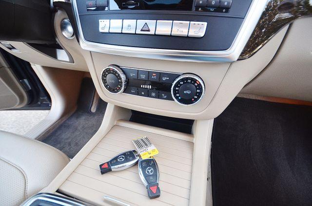 2013 Mercedes-Benz ML 350  AUTO - 33K MILES - NAVI - HTD STS - SUNROOF Reseda, CA 29
