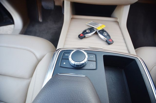 2013 Mercedes-Benz ML 350  AUTO - 33K MILES - NAVI - HTD STS - SUNROOF Reseda, CA 30