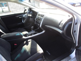 2013 Nissan Altima 2.5 S Milwaukee, Wisconsin 17
