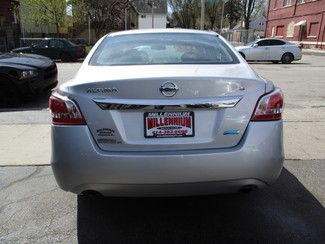 2013 Nissan Altima 2.5 S Milwaukee, Wisconsin 4