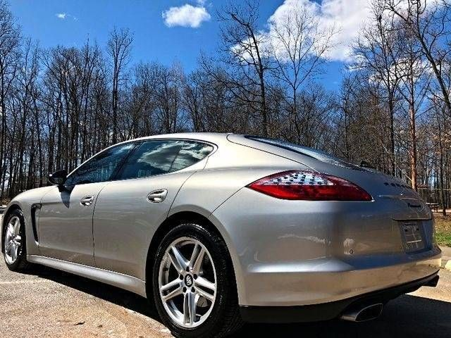 2013 Porsche Panamera 4 Platinum Edition AWD Leesburg, Virginia 3