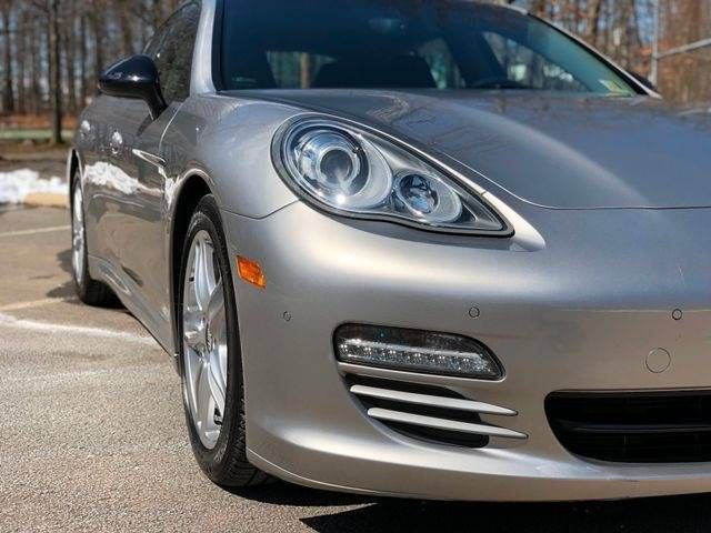 2013 Porsche Panamera 4 Platinum Edition AWD Leesburg, Virginia 8