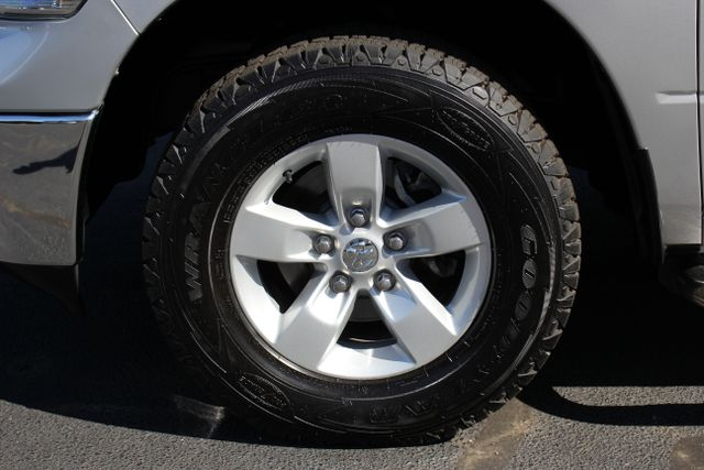 2013 Ram 1500 SLT - 4X4 - V8 Mooresville , NC 9