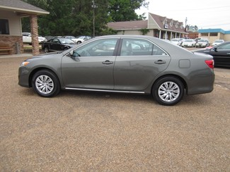 2013 Toyota Camry LE Batesville, Mississippi 2