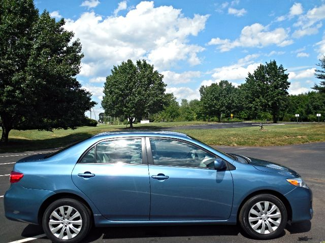 2013 Toyota Corolla LE Leesburg, Virginia 3