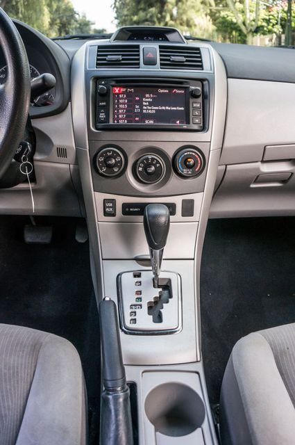 2013 Toyota Corolla LE Reseda, CA 23