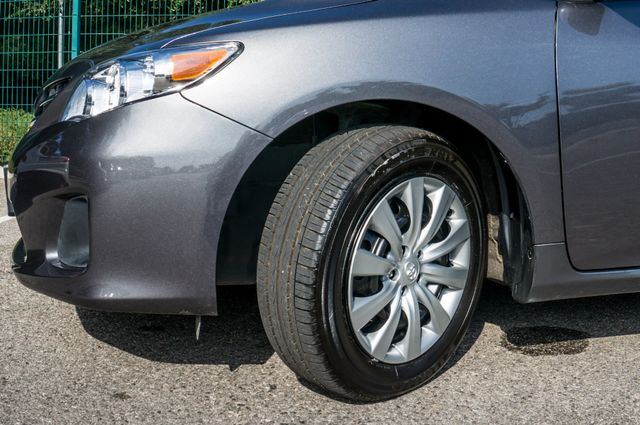 2013 Toyota Corolla LE Reseda, CA 12