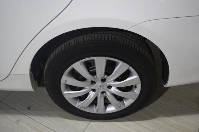 2013 Toyota Corolla 4dr Sdn Auto LE Richmond Hill, New York 13