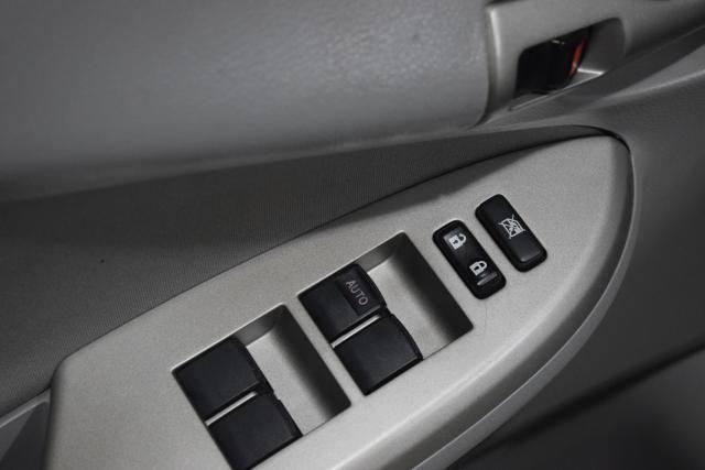 2013 Toyota Corolla 4dr Sdn Auto LE Richmond Hill, New York 8