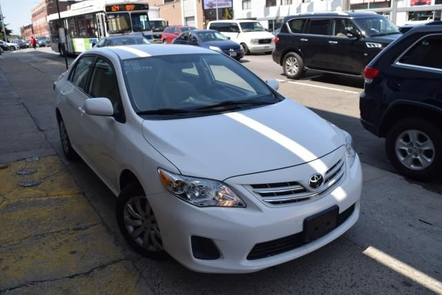 2013 Toyota Corolla 4dr Sdn Auto LE Richmond Hill, New York 1